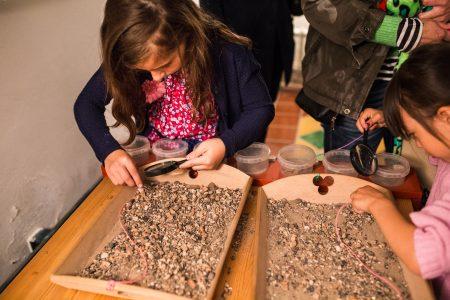 Kinderactiviteiten: uitzoeken beerput materiaal